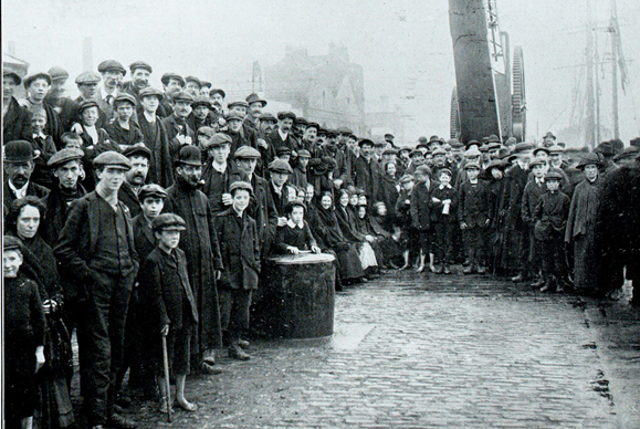 Crowds wait on the docks for food ships during the 1913 Lock-Out