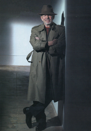 Pete Hamill, consummate newspaperman in a Fedora hat and trench coat. (Photo: Kit DeFever)